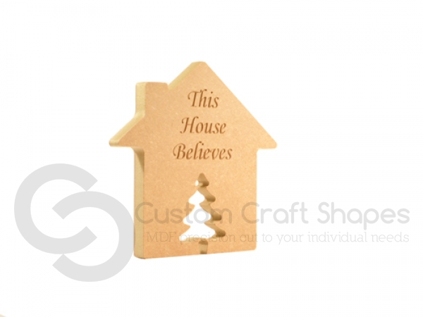 "Engraved house with Christmas Tree Door ""This House Believes"" (18mm)"