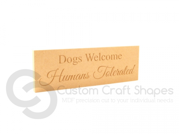 """Freestanding engraved plaque, """"Dogs welcome..."""" (18mm)"""
